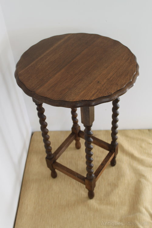 Very Pretty Oak Side Table With Barley Twist Legs