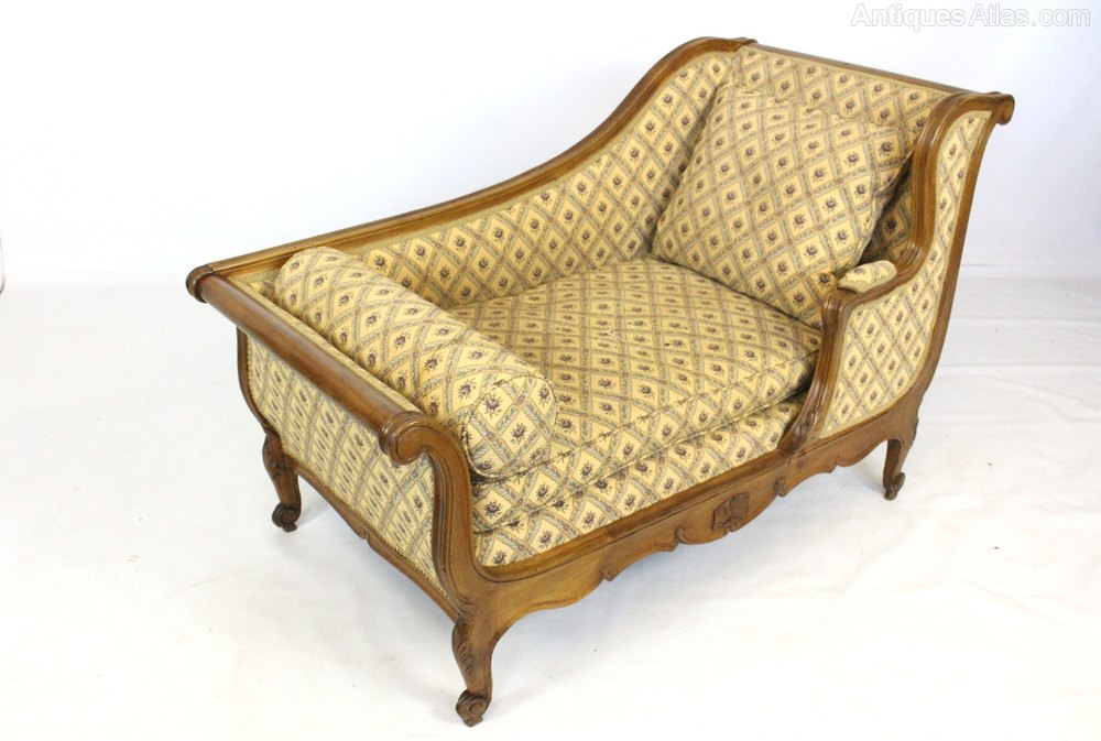 Continental Walnut Daybed Or Chaise Sofa Seat Antiques Atlas
