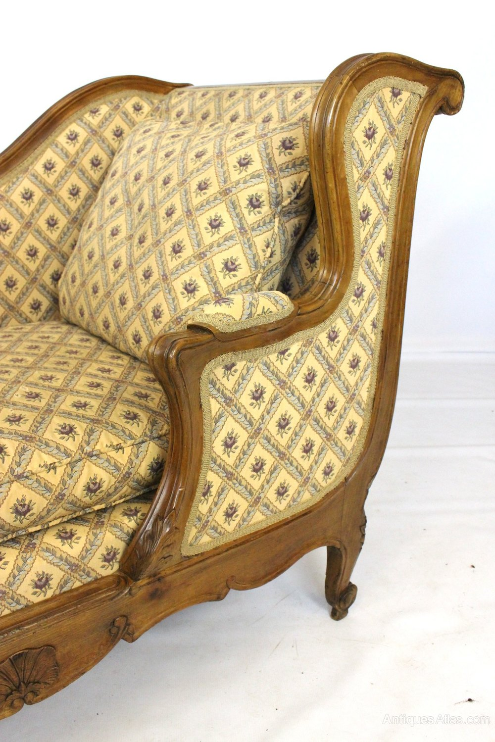 Continental walnut daybed or chaise sofa seat antiques atlas for Chaise or daybed