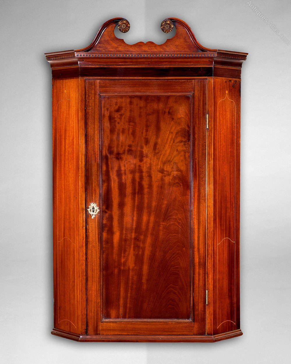 George Iii Period Mahogany Hanging Corner Cabinet Antiques Atlas