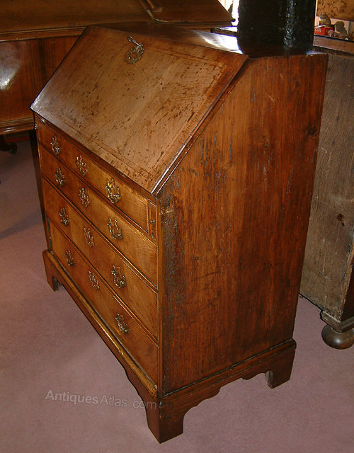 early c18th walnut bureau antiques atlas. Black Bedroom Furniture Sets. Home Design Ideas