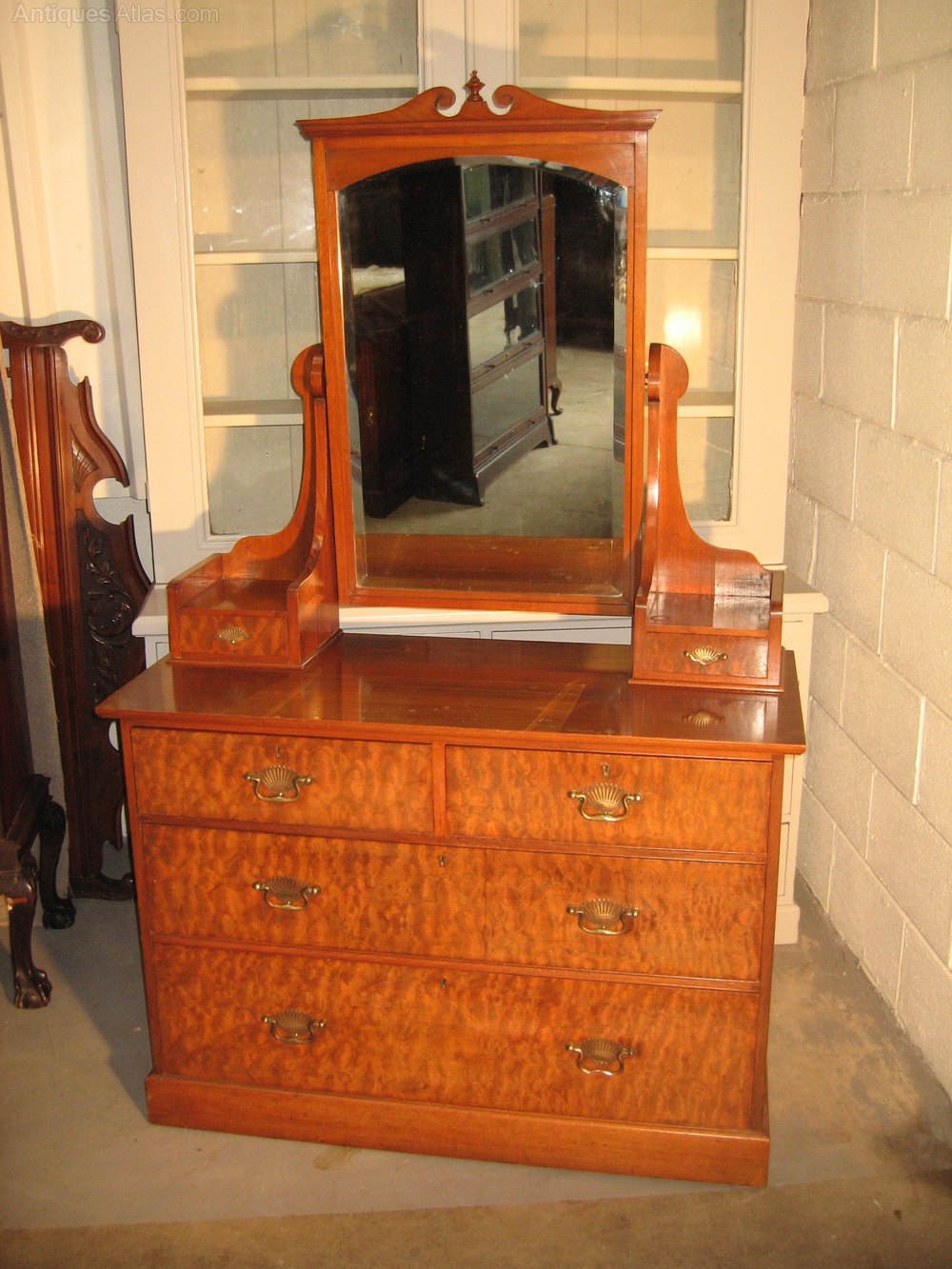 Late victorian walnut dressing table antiques atlas for Walnut dressing table