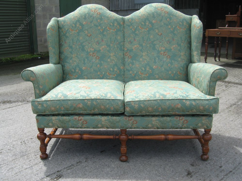 Small antique style sofa couch antiques atlas for Small settee