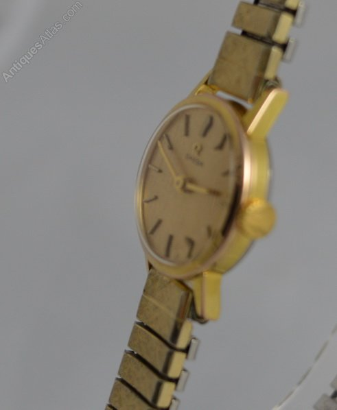 dating omega wrist watches Throughout this period, omega watches sported a variety of different watch faces, from the traditional and iconic circular face to more interesting oval or square designs omega vintage omega's range of watches offers a number of mechanical watches.