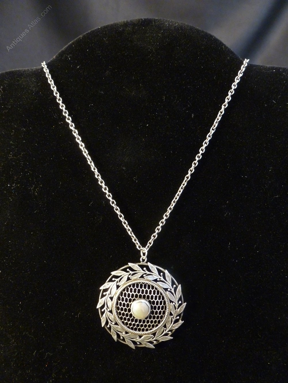 Antiques atlas arts crafts silver and mother of pearl for Pearl arts and crafts closing