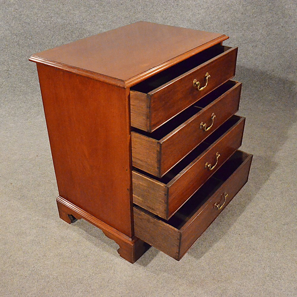 Antique small chest of drawers bedside cabinet antiques for Cupboard and drawers