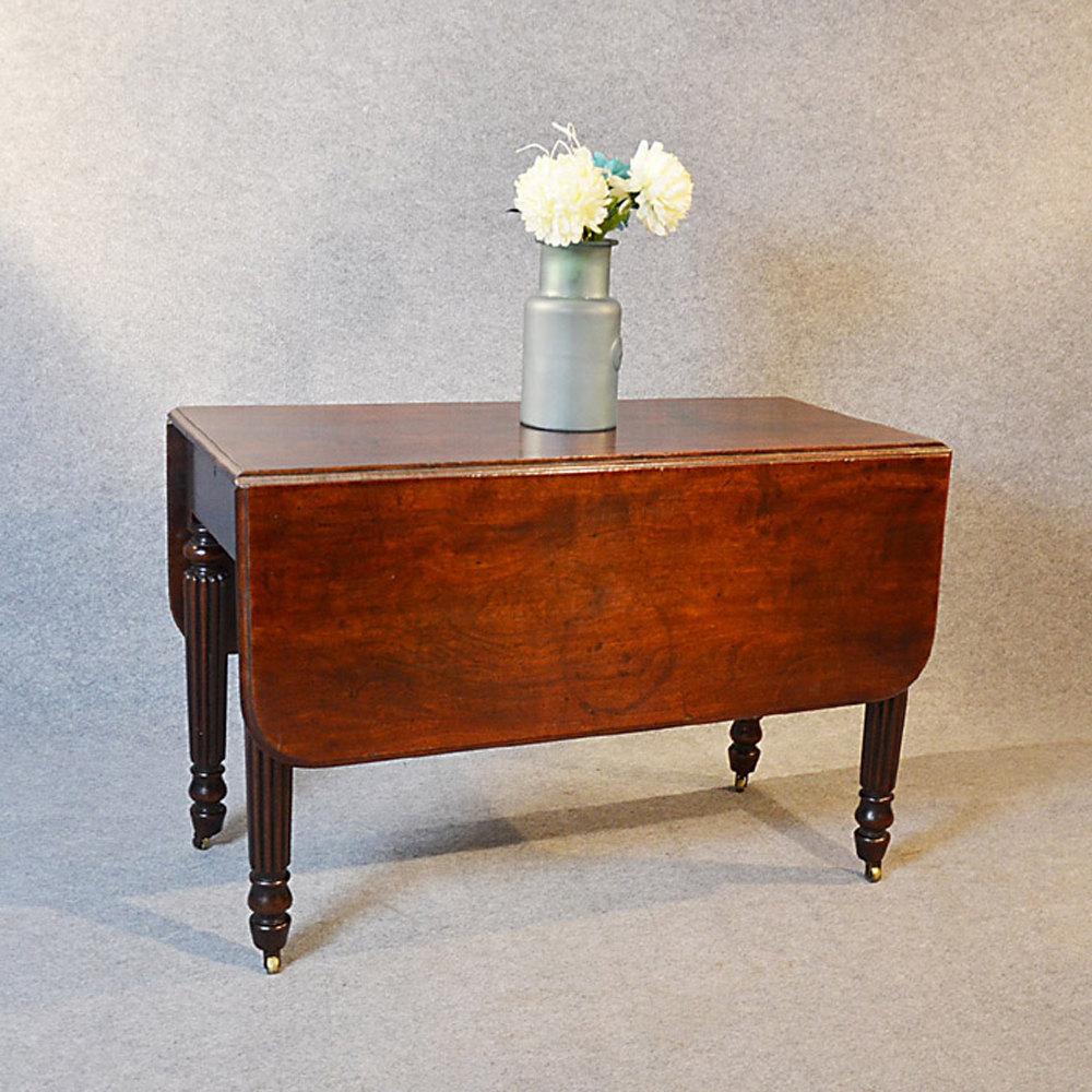 Pembroke dining mahogany drop leaf table antiques atlas for Antique drop leaf dining table