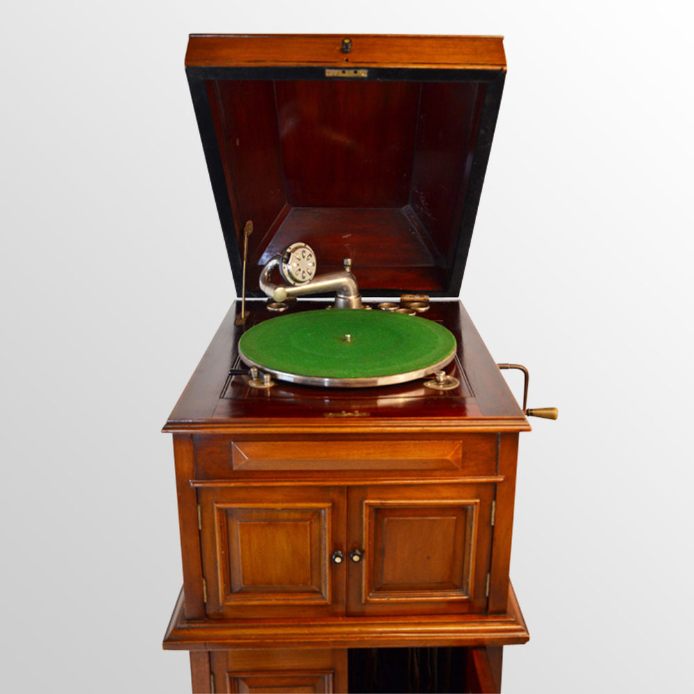 Antiques Atlas Phonograph Gramophone Record Player Music