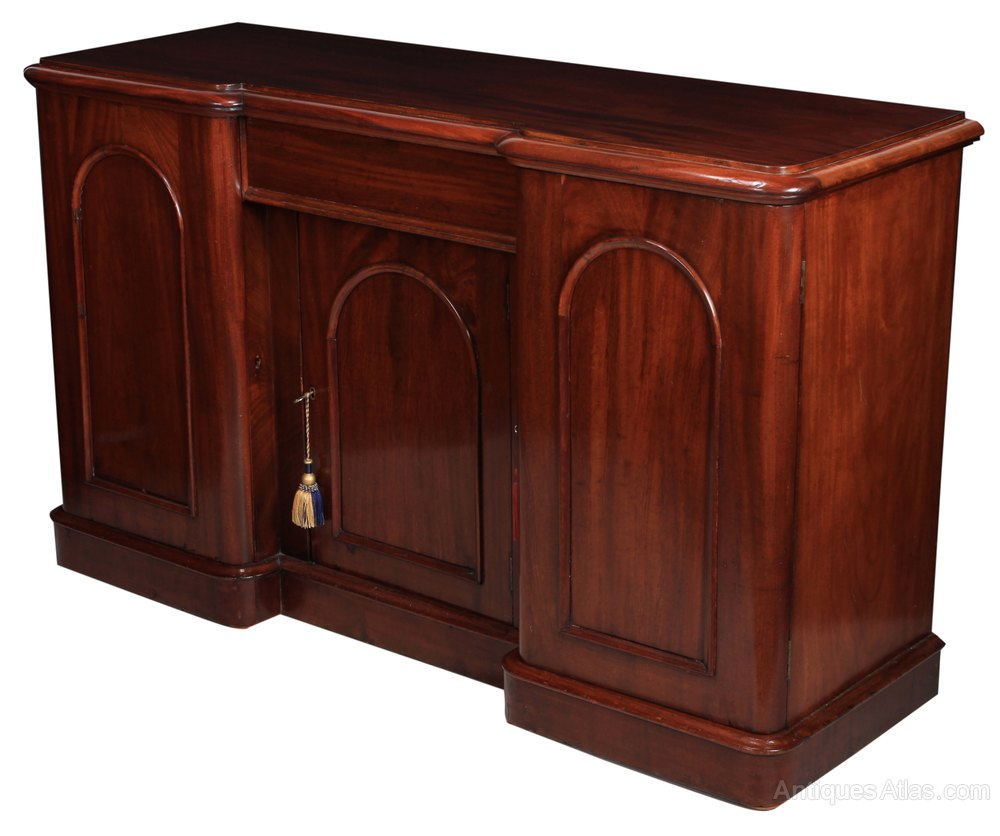3 door mahogany dining room sideboard antiques atlas for Mahogany dining room