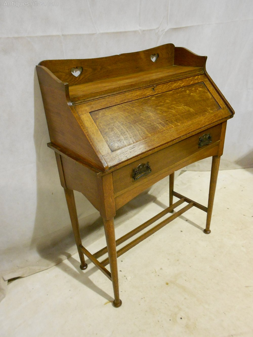 Arts crafts scottish school victorian oak bureau for Bureau college