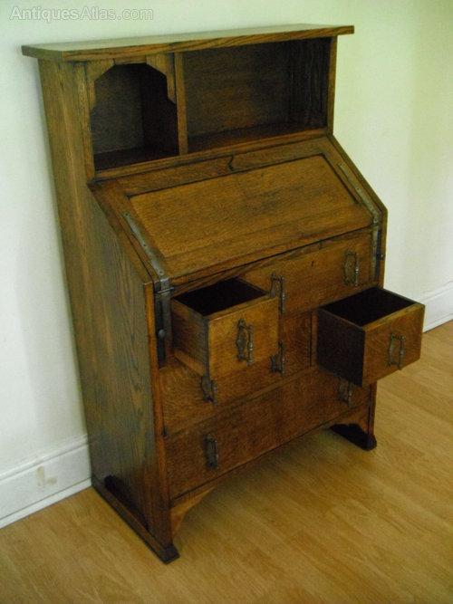 arts crafts bureau made by shapland petter antiques atlas. Black Bedroom Furniture Sets. Home Design Ideas