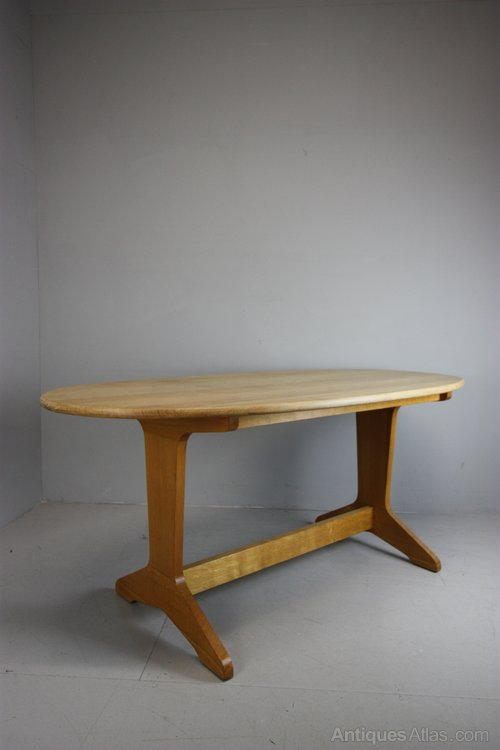 Antiques Atlas 1940s Oval Oak Dining Table By Reynolds  : 1940sOvalOakDiningTablebyas111a5057b from www.antiques-atlas.com size 500 x 750 jpeg 26kB