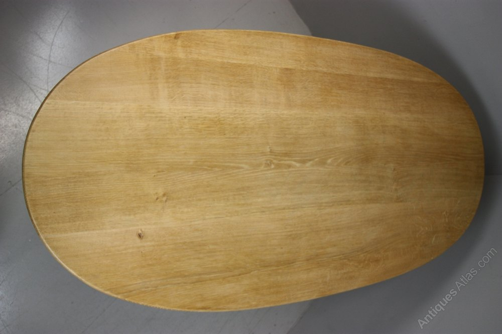 Antiques Atlas 1940s Oval Oak Dining Table By Reynolds  : 1940sOvalOakDiningTablebyas111a5057z 3 from www.antiquesatlas.com size 1000 x 666 jpeg 75kB