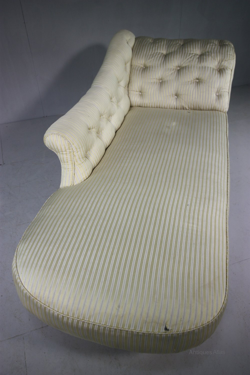 Gillows upholstered antique chaise longue antiques atlas for Antique chaise longues