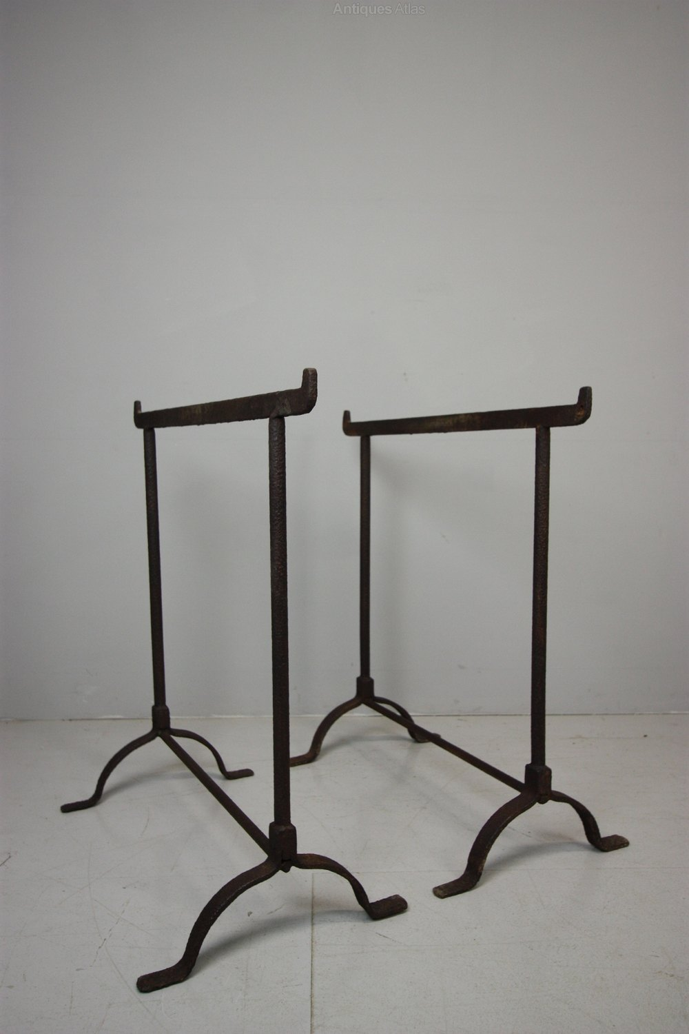 Pair of 19th century antique iron trestle table legs for Old iron table legs