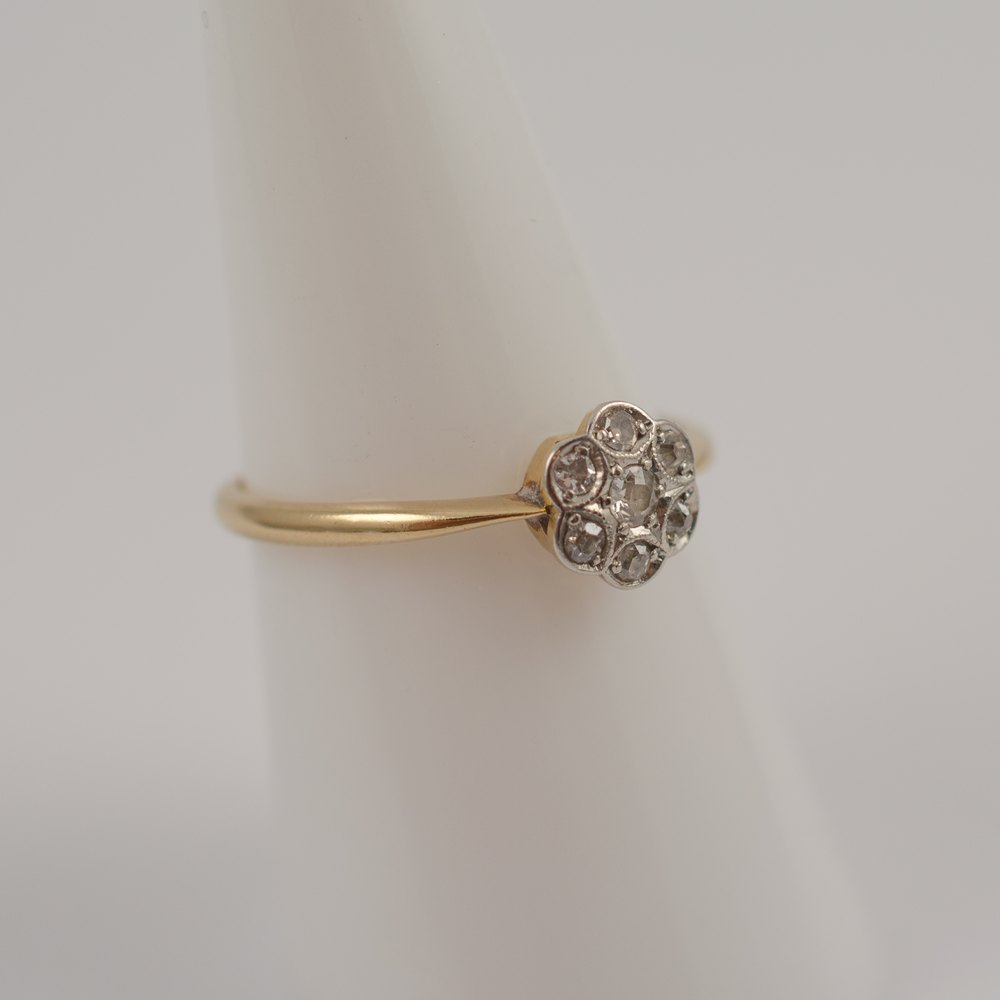 antiques atlas 18ct gold diamond flower ring