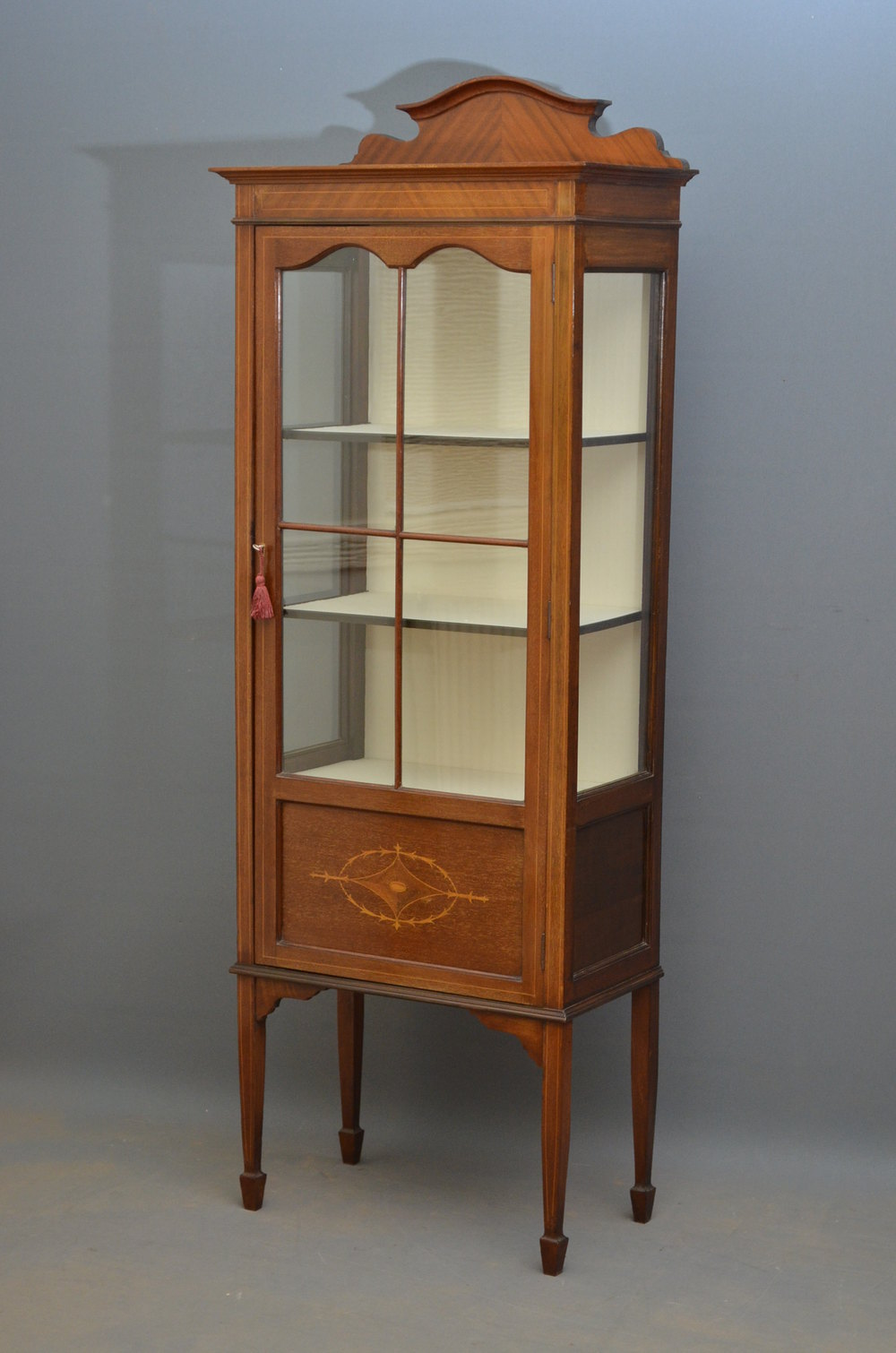 Slim edwardian display cabinet vitrine antiques atlas for Antique display cabinet