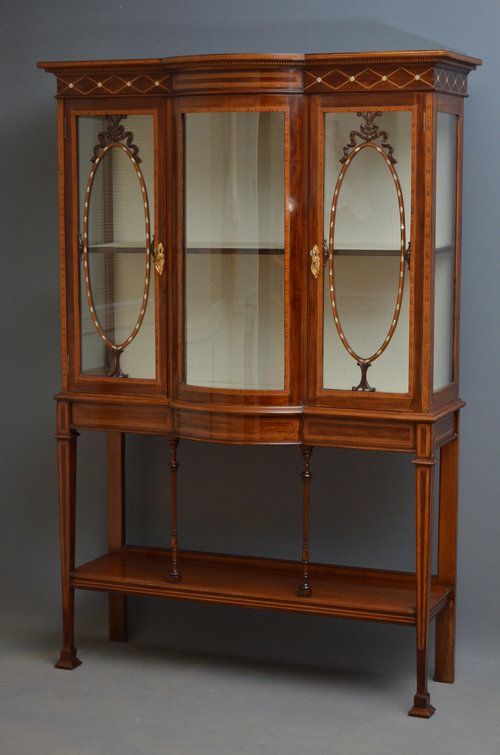 Fine edwardian mahogany display cabinet vitrine for Antique display cabinet