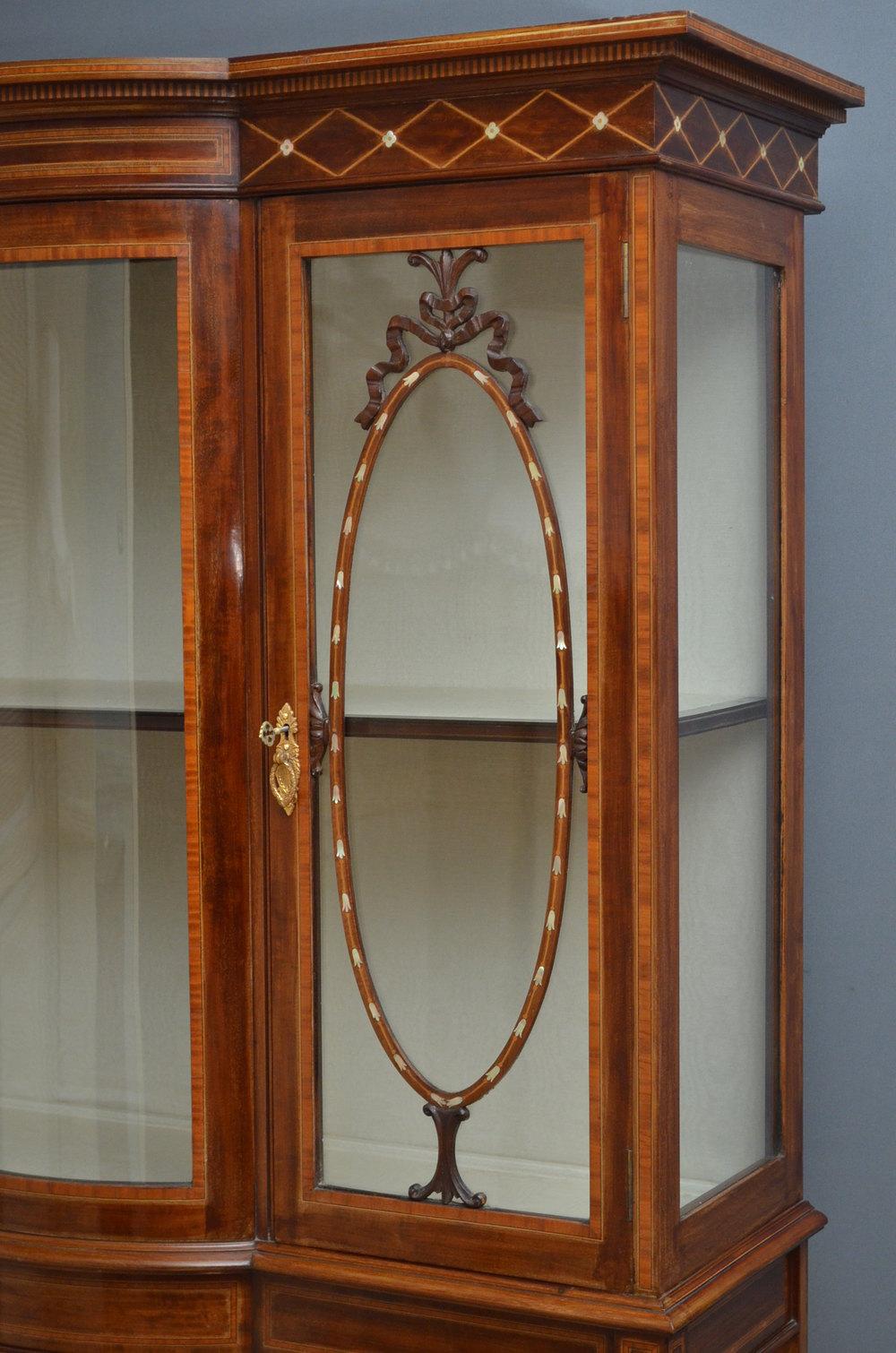 Fine edwardian mahogany display cabinet vitrine for Sideboard vitrine