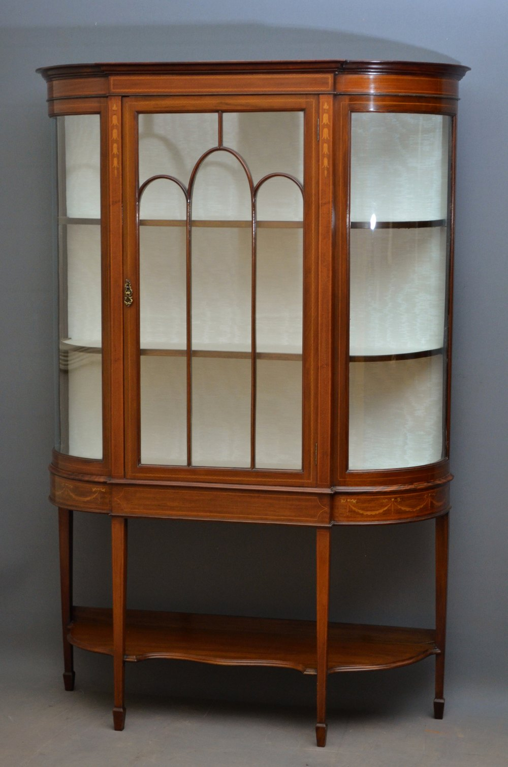 Fine quality edwardian display cabinet vitrine for Sideboard vitrine