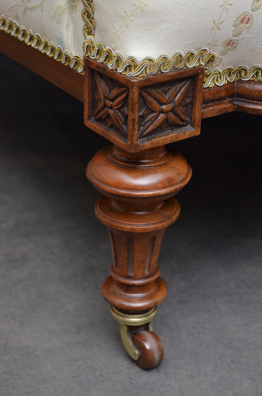 Fine Quality Victorian Sofa Walnut Settee Antiques Atlas