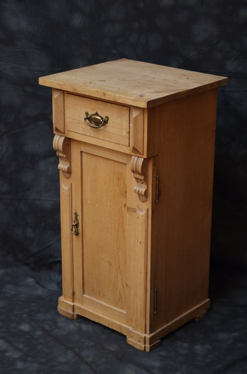 Turn of the Century Pine Bedside Cabinet Antique ... - Turn Of The Century Pine Bedside Cabinet - Antiques Atlas