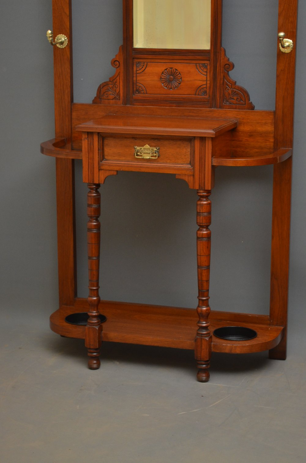 Victorian walnut hall stand antiques atlas for Vintage furniture dealers