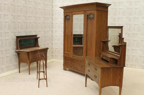 Circa 1900 arts and crafts bedroom suite antiques atlas for Arts and crafts bedroom