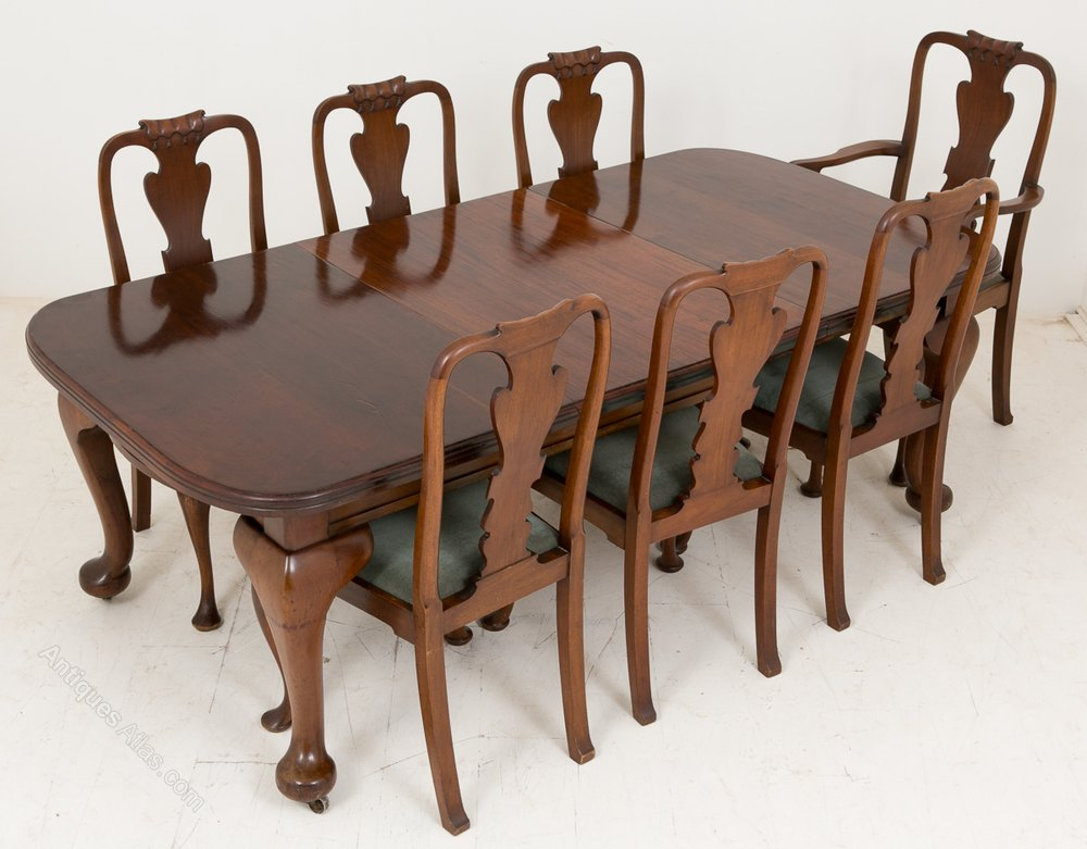 Late victorian mahogany dining table and 7 chairs for Furniture auctions uk