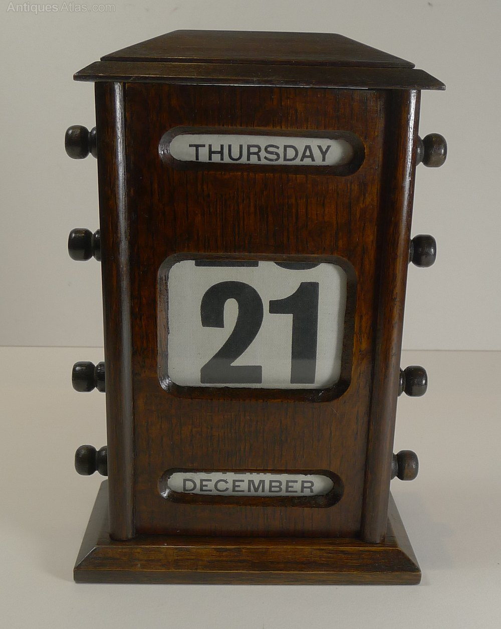 Old fashioned desk calendar 27