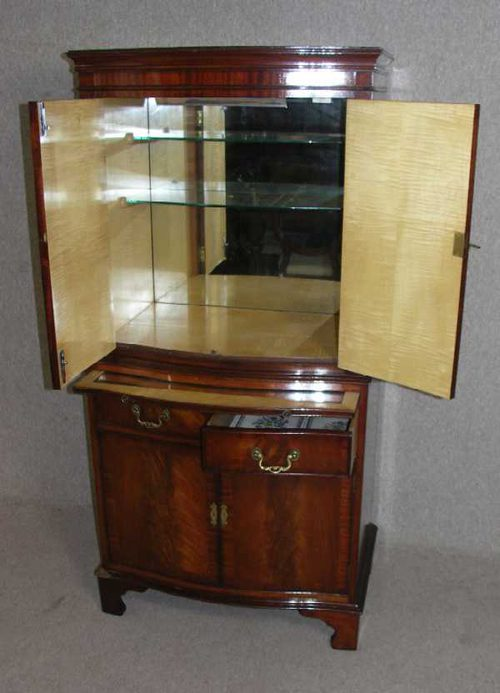Antiques Atlas - 1960s Mahogany Drinks Cabinet