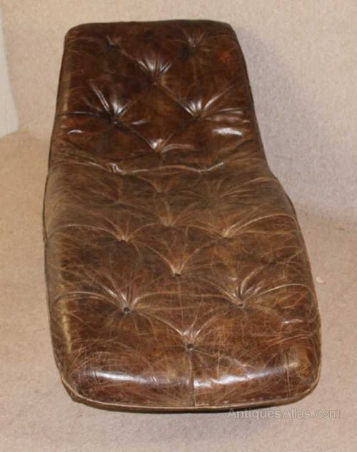 Antiques atlas brown leather buttoned chaise for Brown leather chaise longue
