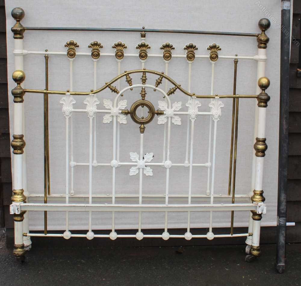 Good Decorative King Size Iron and Brass Bed Antique