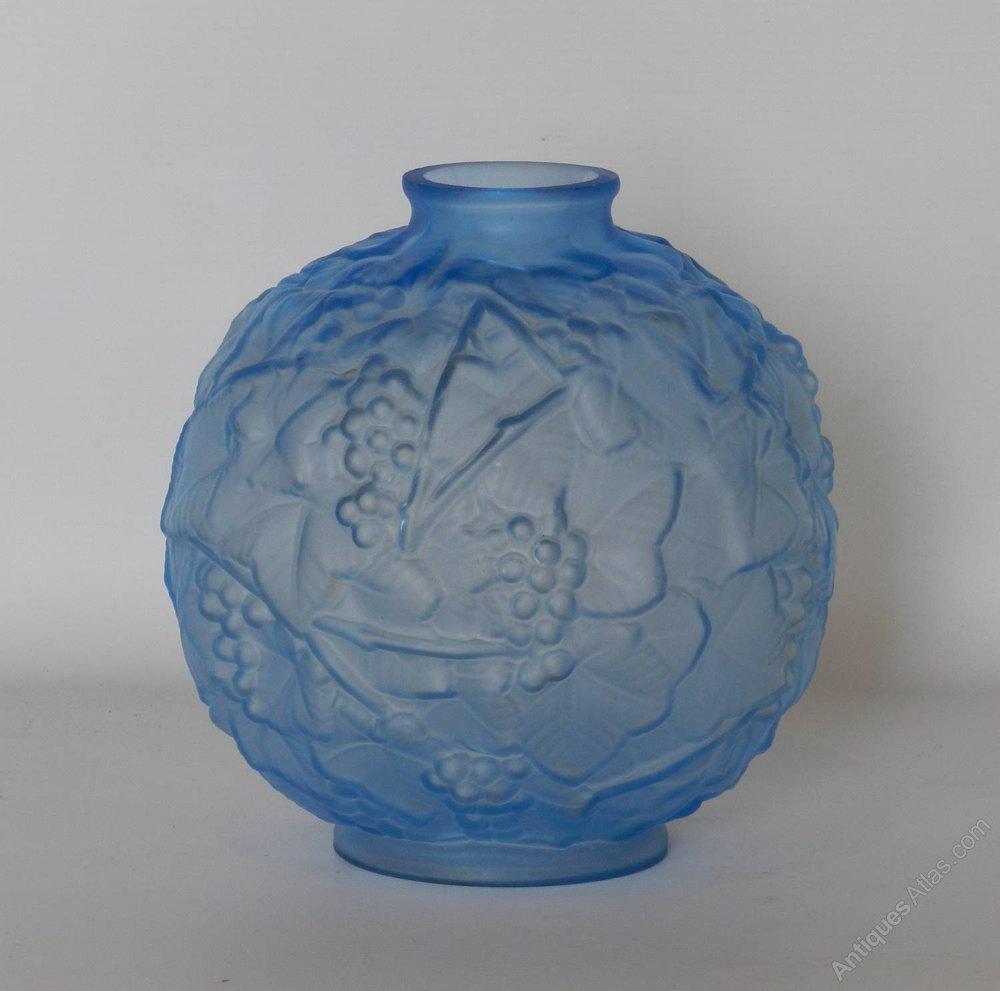 antiques atlas blue art deco glass vase by espaivet. Black Bedroom Furniture Sets. Home Design Ideas
