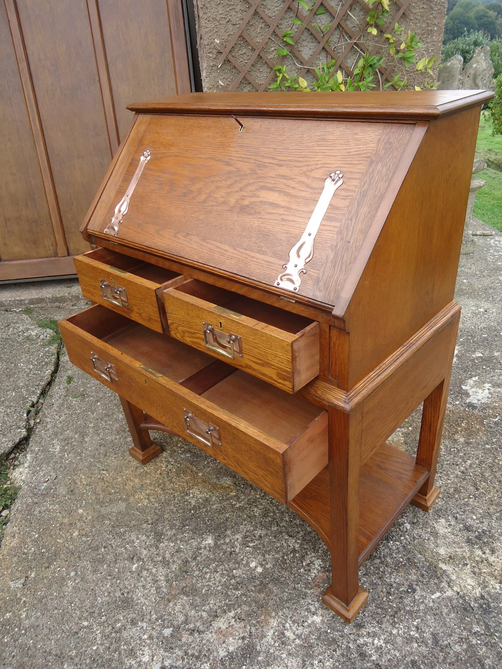 arts crafts oak bureau maples co antiques atlas. Black Bedroom Furniture Sets. Home Design Ideas