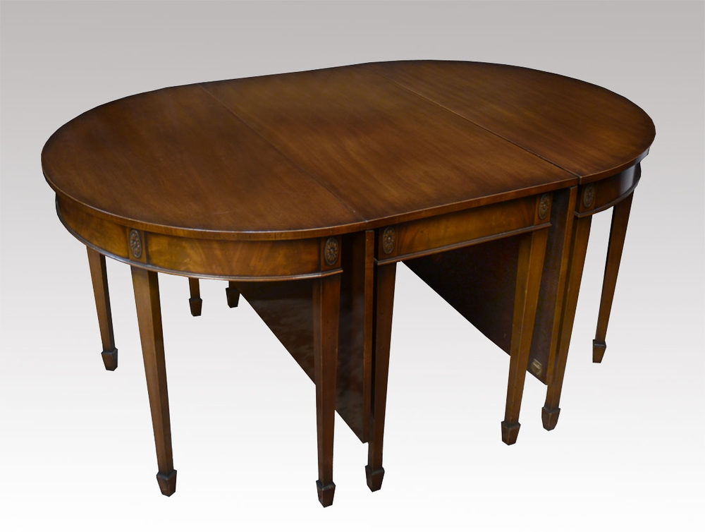 Mahogany Dining Table Antiques Atlas : Mahoganydiningtableas135a723z 1 from antiques-atlas.com size 1000 x 754 jpeg 68kB