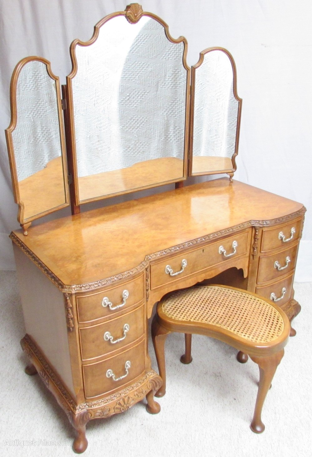 Super quality burr walnut dressing table antiques atlas for Dressing table long