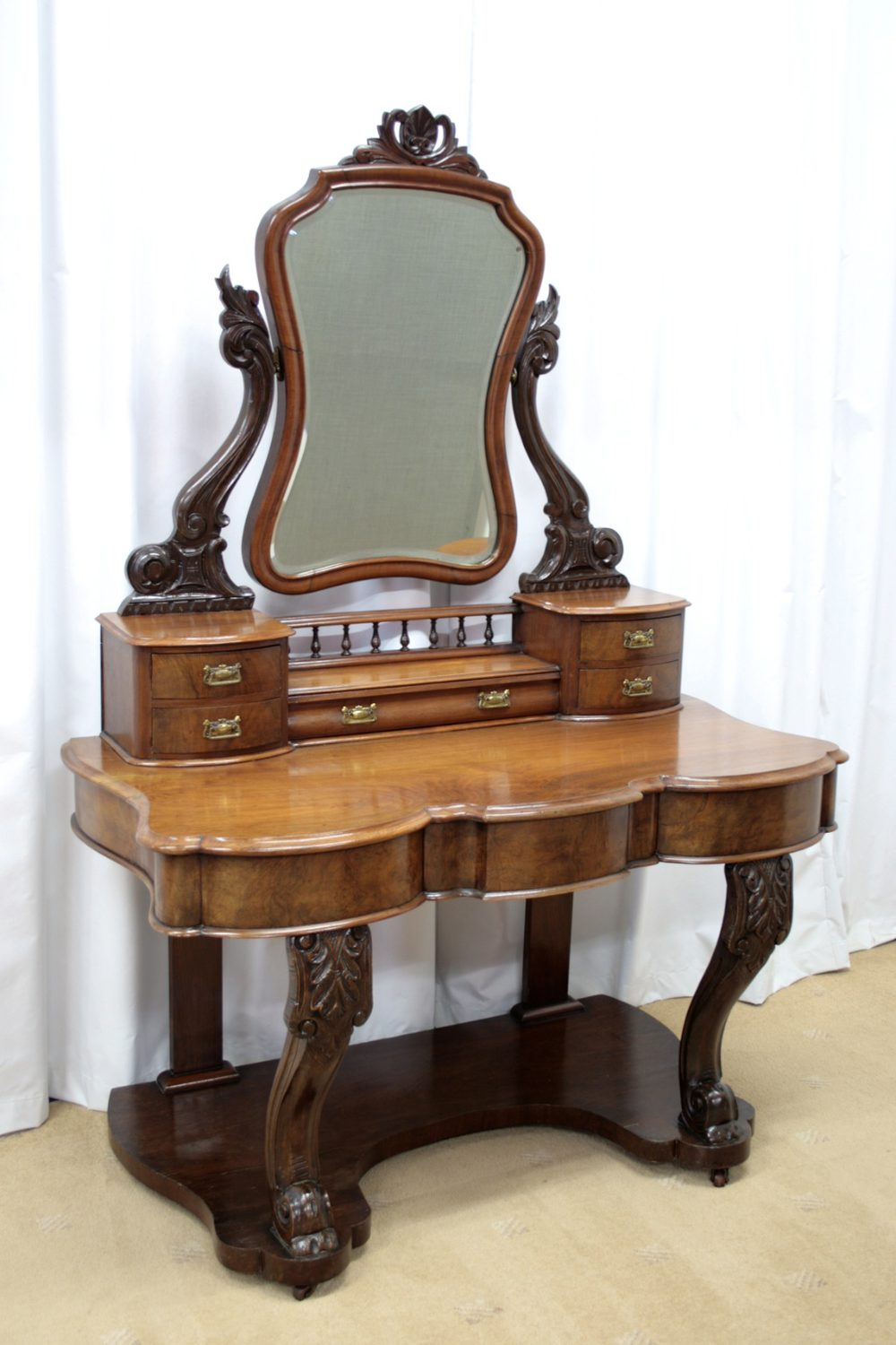 Victorian walnut figured dressing table antiques atlas for Walnut dressing table