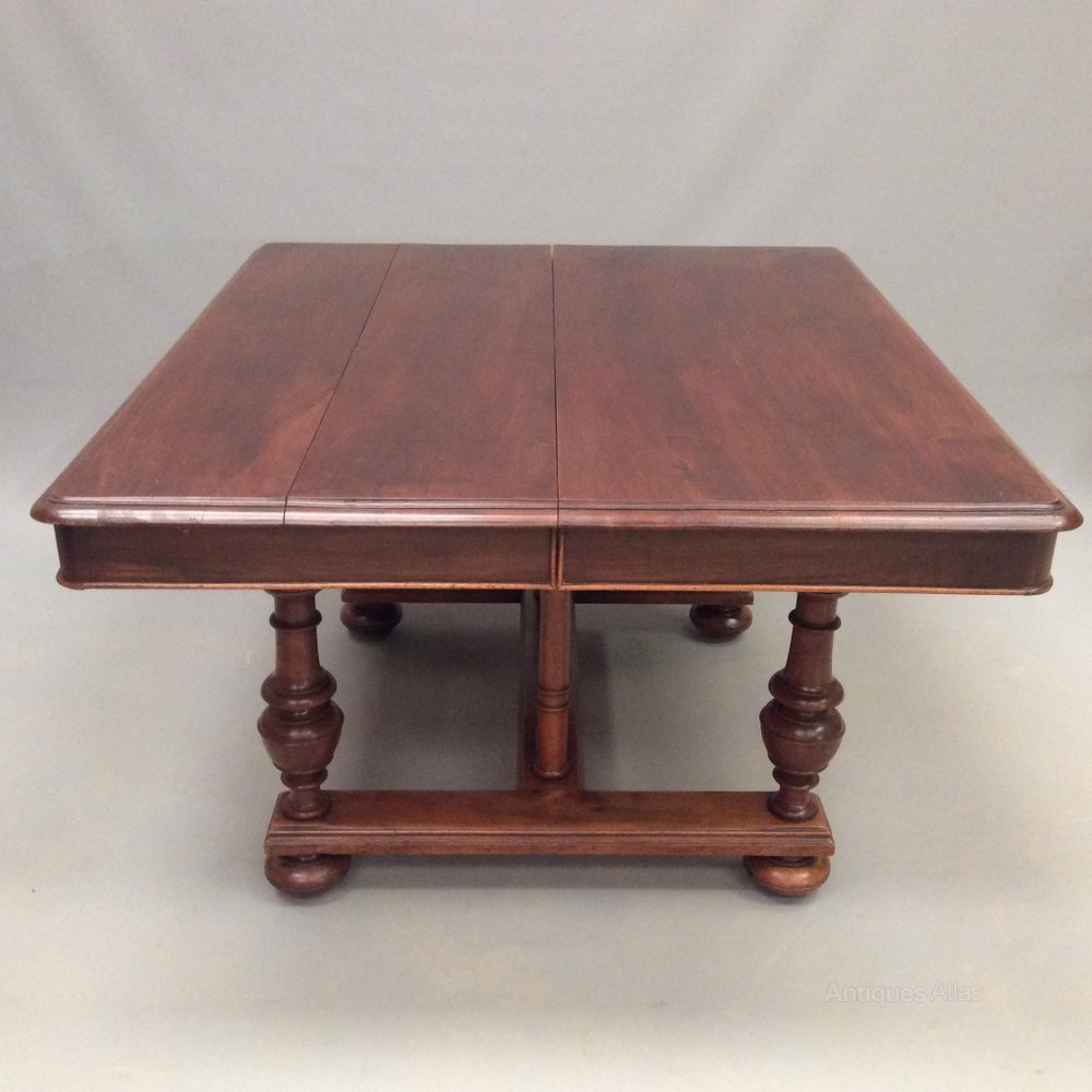 Very large french walnut extending table antiques atlas for Unusual extending dining tables