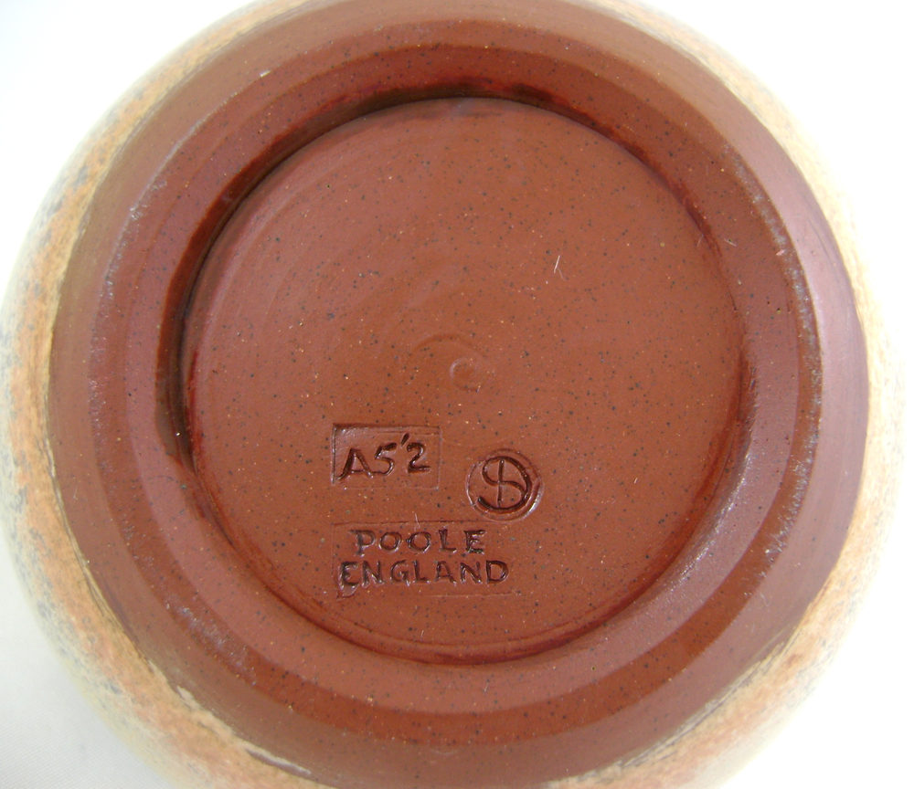 dating poole pottery marks Results 1 - 48 of 6486  new listingpoole pottery 1950s freeform posy ring vase 50s poole pottery   looking at the artists mark, i am not sure of the paintress.