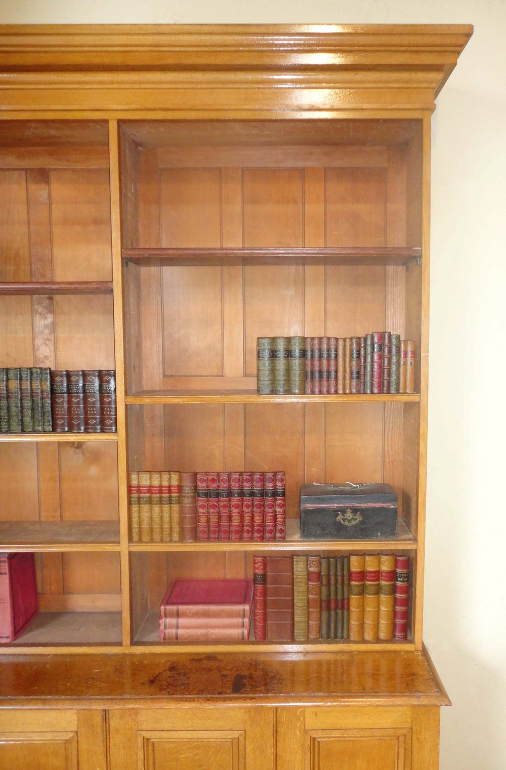 Library Bookshelves: Early Victorian Oak Library Bookcase