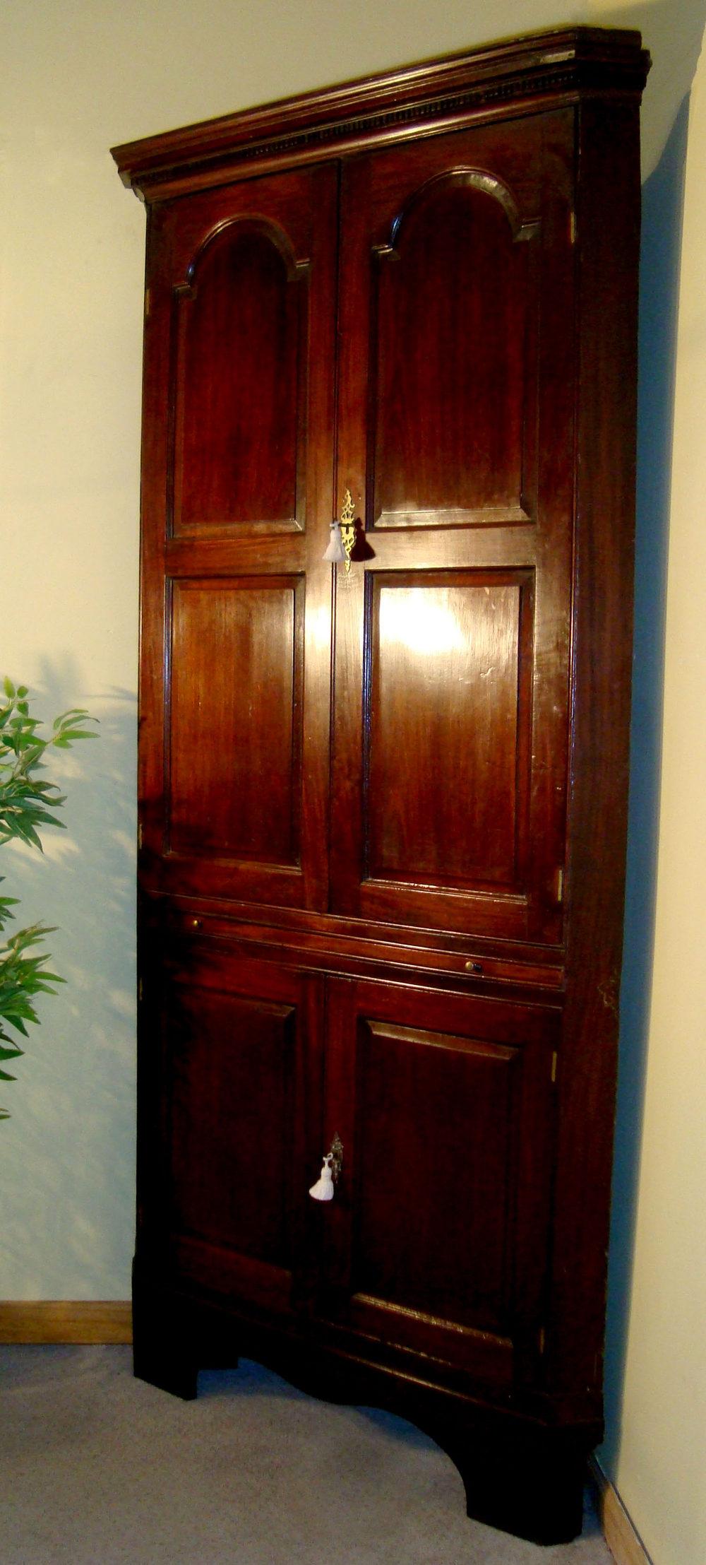 Large Georgian Red Walnut Corner Cupboard Antiques Atlas