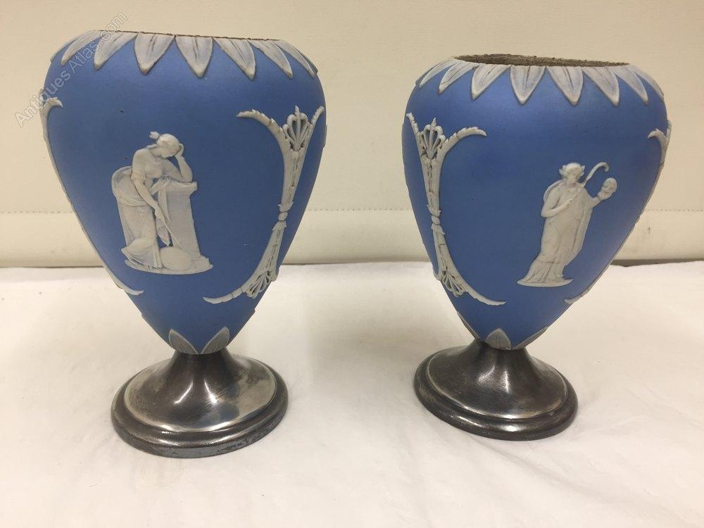 Pair of Japanese Kutani porcelain vases Kutani
