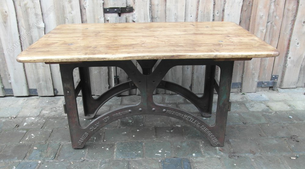 Country style dining table antiques atlas for Country style dining table
