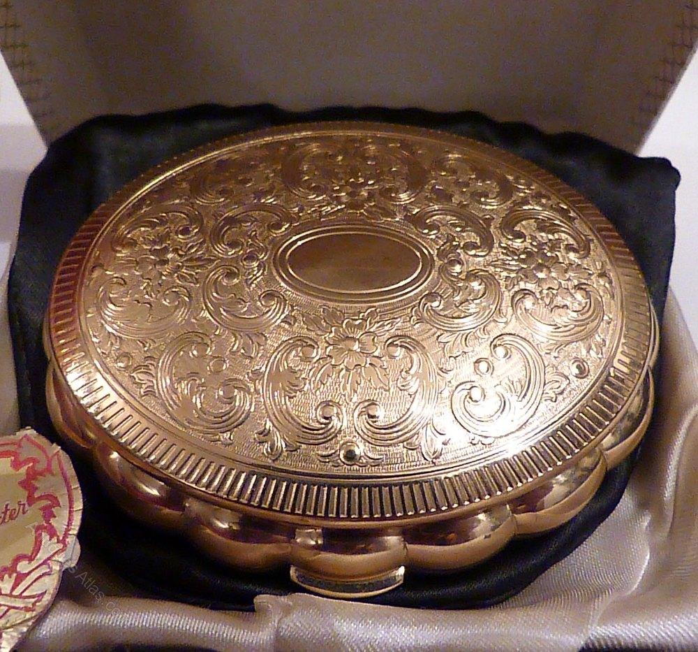 Antiques Atlas - Vintage Kigu 'Minuette' Musical Powder Box