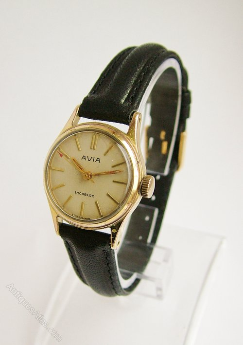 Ladies Hand Watch Image