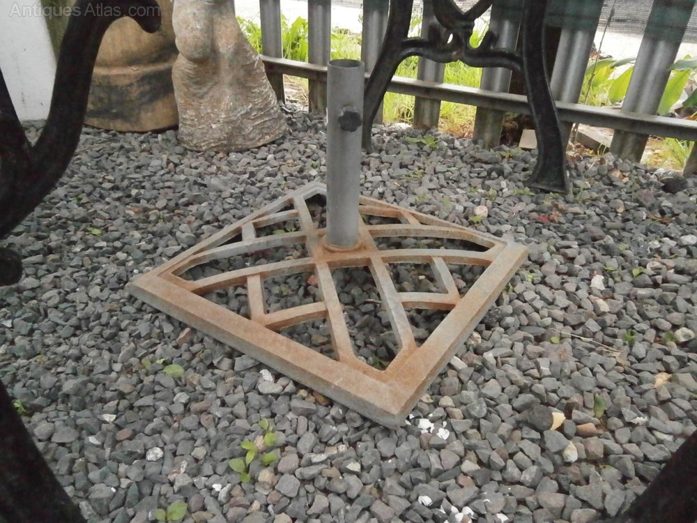 Antiques atlas cast iron garden table 2 chairs a for Cast iron garden furniture