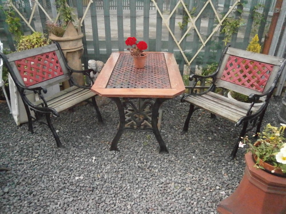 Antiques atlas cast iron garden table 2 chairs a Cast iron garden furniture
