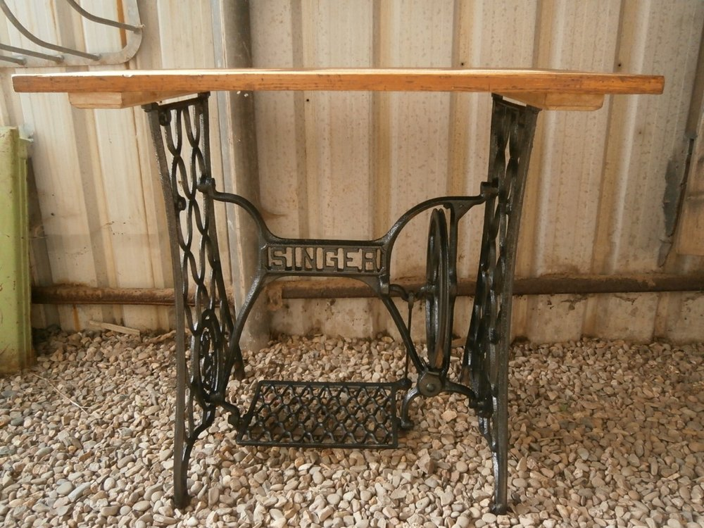 antiques atlas cast iron singer sewing machine base with top. Black Bedroom Furniture Sets. Home Design Ideas