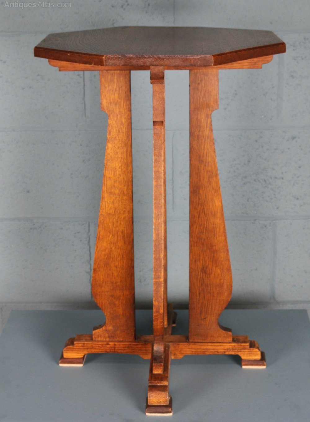 arts and crafts occasional table antiques atlas. Black Bedroom Furniture Sets. Home Design Ideas
